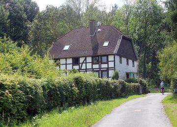 Hemeringen Bergmühle: Blick vom großen EFH über Wesertal bis Hohenstein / Süntel 31840 Hessisch Oldendorf, Einfamilienhaus